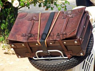 Reisekoffer / leather suitcase