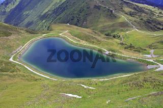 Künstlich angelegter See, Schneeteich, speist die Schneekanonen die die Pisten der Fellhorn- und Kanzelwandbahn komplett beschneien, Allgäu, Vorarlberg, Österreich, Europa