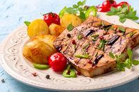 Tofu steaks with vegetables.