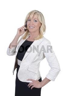 Geschäftsfrau lächelt beim telefonieren