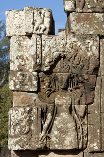 Flachrelief einer Devata als göttlicher Tempelwächterin
