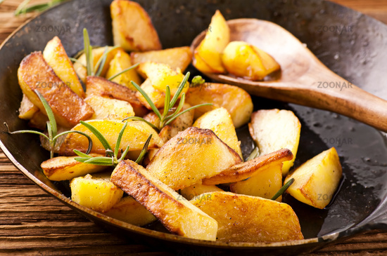 fried potato with herbs