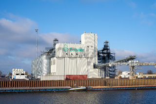 Die Firma Beiselen, Händler für Saatgut und Düngemittel im Hafen von Magdeburg