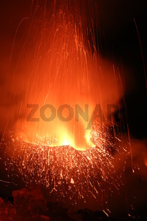 Vulkanausbruch bei Nacht Vulkan Stromboli