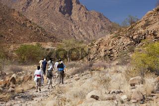 Touristen besuchen Tsisab Schlucht, Namibia