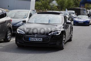 Elektroauto Tesla Kühlerhaube