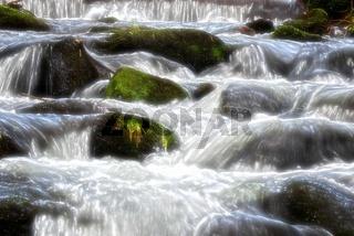Wasser über die Steine