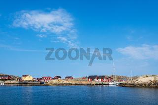 Hafen auf den Wetterinseln vor der Stadt Fjällbacka in Schweden