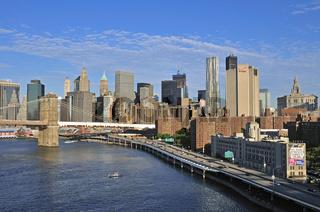 Skyline von Lower Manhattan und Brooklyn Bridge, Blick von der Manhattan Bridge, Manhattan, New York City, USA, Nordamerika, Amerika