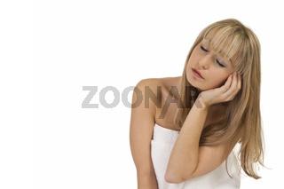 Blonde Frau genießt die Entspannung