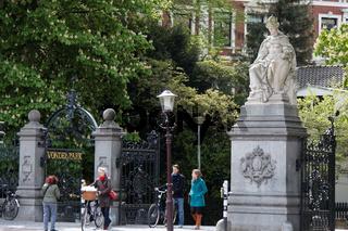 Eingangstor zum Vondelpark in Amsterdam