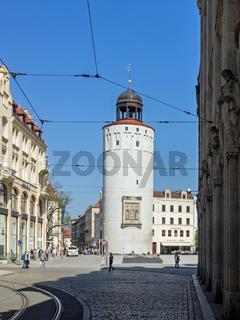 Altstadt von Görlitz mit dem Frauenturm und dem Görlitzer Warenhaus, Sachsen, Deutschland