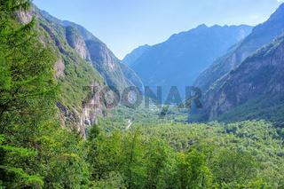 Blick ins Bavonatal, Tessin in der Schweiz - view in the Bavona Valley, Ticino in Switzerland, Europe
