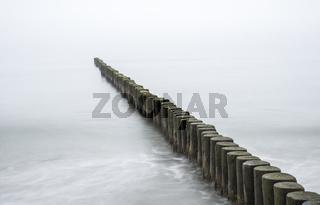 Buhnen am Strand von Zingst