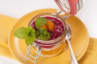 Fruchtmousse mit geschichtet im Glas / Fruit mousse layered in a glass