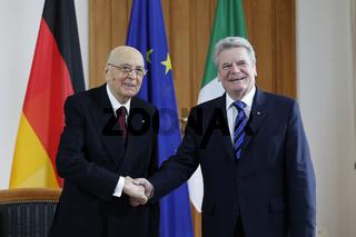 German President Joachim Gauck receives Italian President Giorgio Napolitano in Berlin.
