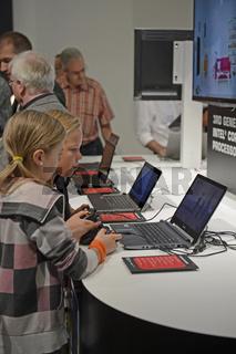junge Besucher interessieren sich fuer Notebook,  auf der Internationalen Funkausstellung IFA 2012 in Berlin, Deutschland, Europa