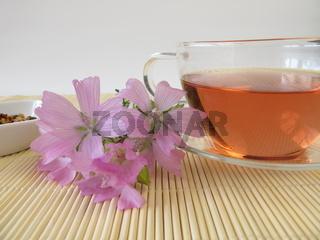 Tee mit wilder Malve