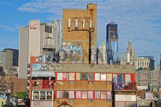 Sozialer Wohnungsbau in Manhatten, im Hintergrund One World Tower (im Bau), New York City, USA