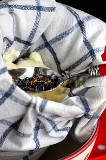 Frischkäse selbst herstellen mit Kornblumen
