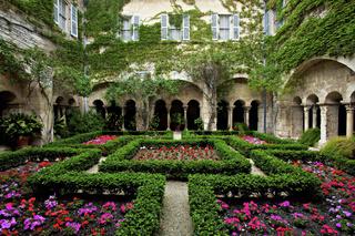 Kostergarten des Klosters Saint-Paul-de-Mausole, Saint-Rémy-de-Provence, Provence, Frankreich