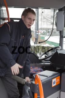Busfahrer in seinem Bus