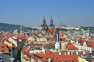 Panorama vom Pulverturm,  Teynkirche, Altstadt, dahinter die Prager Burg, Prag, Böhmen, Tschechien, Europa