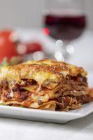 Portion Lasagne auf einem Teller
