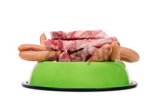 Fressnapf voll Fleisch und Wurst