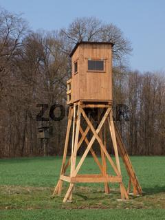 Jagdstand am Waldrand - Hochsitz