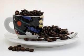 frische Espressobohnen in Tasse