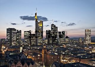 Skyline von Frankfurt am Abend