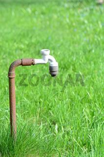 alter rostiger Wasserhahn