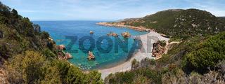 Panoramaaussicht auf die 'Cala di Tinnari' - Sardinien
