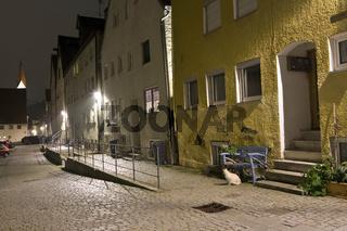 nächtliche Straße in der historischen Altstadt
