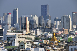 Panorama über Chinatown, dahinter das Finanzviertel Bang Rak mit Hotelhochhäuser, Bangkok, Thailand, Asien