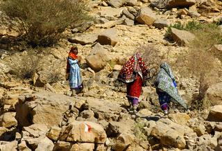 Omanische Frauen in farbenfroher Kleidung, Oman