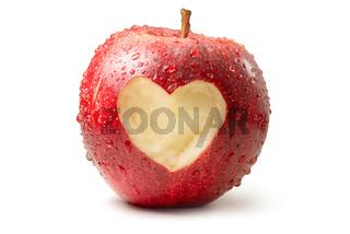 Apfel mit Herz freigestellt