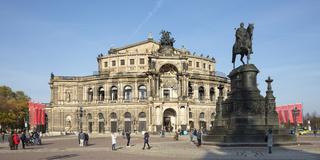 Koenig Johann Denkmal, Semperoper, Dresden, Sachsen, Deutschland, Europa