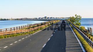 Dammstraße vom Festland auf die Insel von Grado