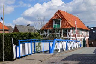 Brücke in EstebrüggeStahlwerk in Hamburg Waltershof
