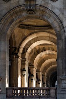 Arch tunnel in Paris