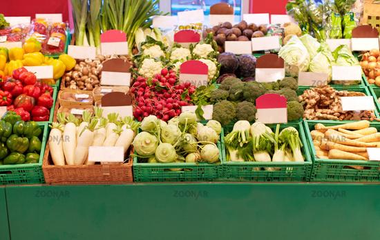 Gemüsestand im Supermarkt