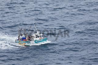 Fischkutter im Meer Bretagne