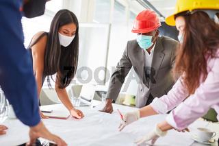 Architekten Team in einem Meeting beim Brainstorming