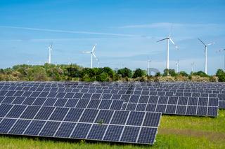 Solarzellen mit Windrädern