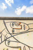 cubistic faces at east side gallery