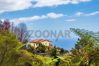 Blick auf ein Haus in Funchal auf der Insel Madeira, Portugal