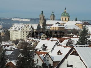Blick auf Weingarten (Württ.) mit Basilika im Schnee