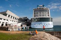 Singapur, Republik Singapur, Kreuzfahrtschiff Quantum of the Seas am Marina Bay Cruise Centre Singapore nach Covid-Alarm